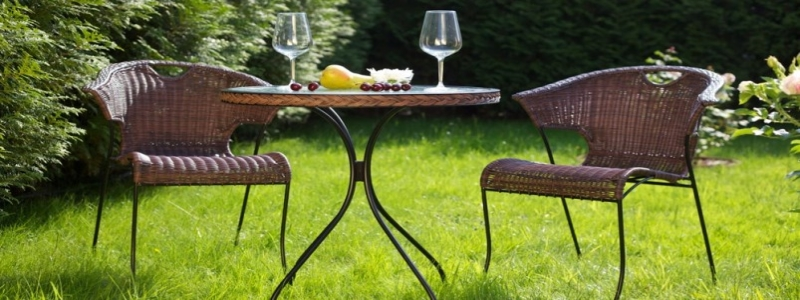 Пластиковая мебель для дачи: особенности и разновидности