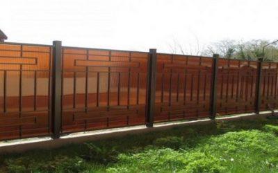 Забор из поликарбоната: характеристики и строительство своими руками