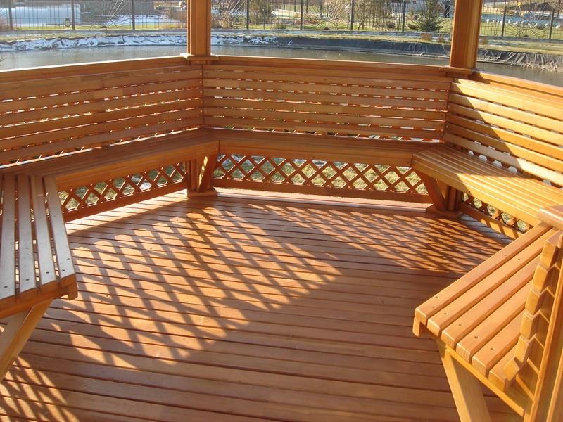 деревянный пол в беседке фото