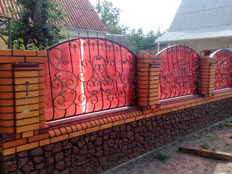 кованый забор с поликарбонатом фото
